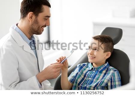 Tandarts tandenborstel kid patiënt kliniek geneeskunde Stockfoto © dolgachov