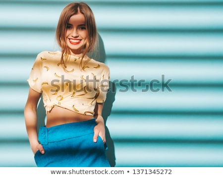 Foto stock: Belo · morena · senhora · posando · mulher · sorrir