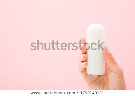 Vrouwelijke handen tonen vers glas Stockfoto © stockyimages