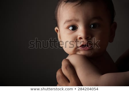 Photo stock: Triste · indian · bébé · garçon · sombre · gris