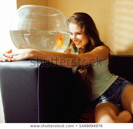 Jolie femme jouer Goldfish maison lumière du soleil matin Photo stock © iordani