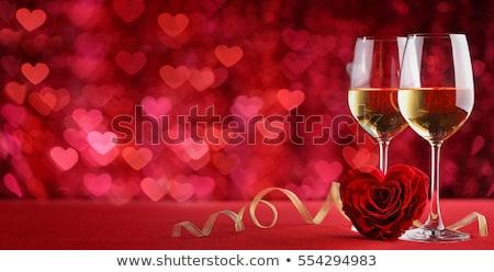 Sevgililer günü tebrik kartı şampanya gül hediye kutusu taş Stok fotoğraf © karandaev