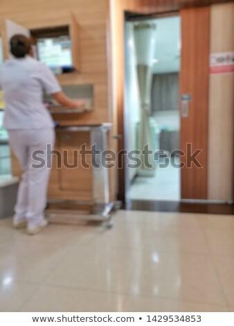 ぼやけた · 女性 · 医師 · 聴診器 · 聞く · 女性 - ストックフォト © Freedomz
