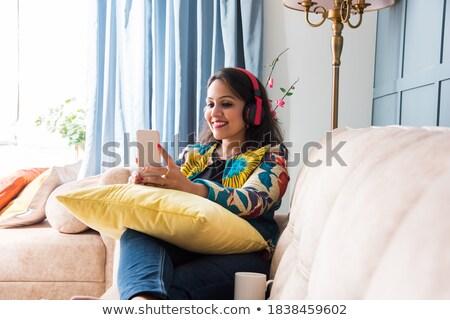 retrato · jovem · elegante · moderno · mulher · assistindo - foto stock © HASLOO