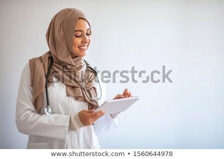 Délkelet ázsiai női orvosi orvos tart Stock fotó © szefei