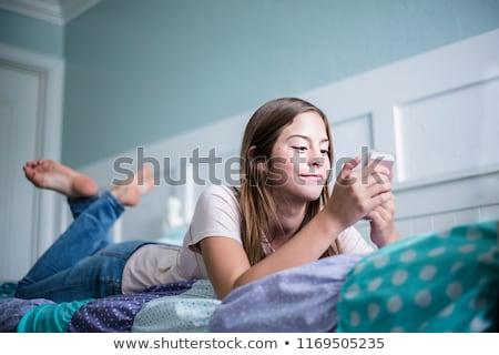 Genç kız Hint metin telefon Stok fotoğraf © KMWPhotography
