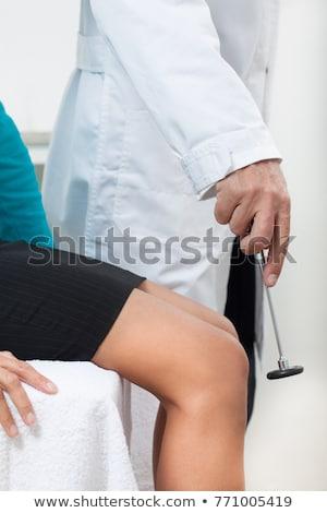 Arts testen medische vrouwelijke patiënt weinig Stockfoto © Kzenon