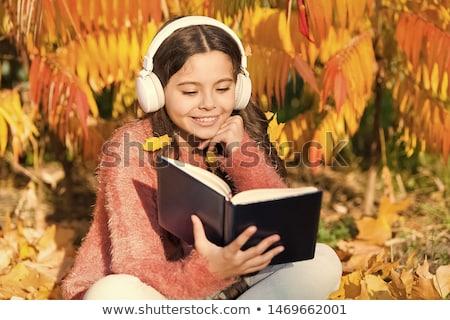 Meu novo ebook leitor moço fundo Foto stock © stockyimages