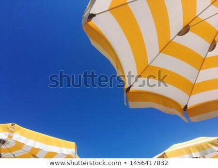 Ver branco guarda-sol relaxante praia Foto stock © Elisanth