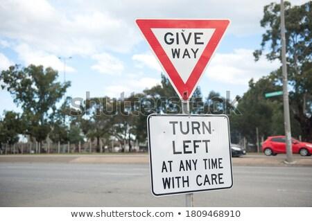 危険 · 警告 · 注意 · 停止 · 収量 · 道路 - ストックフォト © pedrosala