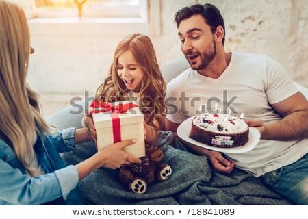 Padre sorpreso torta di compleanno figlia home casa Foto d'archivio © wavebreak_media
