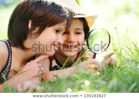 детей · увеличительное · стекло · небе · цветы · девушки · трава - Сток-фото © is2
