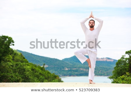 homme · méditation · yoga · jeune · homme · herbe · verte - photo stock © andreypopov