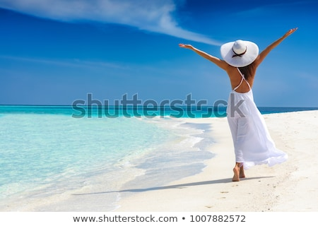 Mädchen genießen Freiheit Strand zwei Sitzung Stock foto © Kzenon