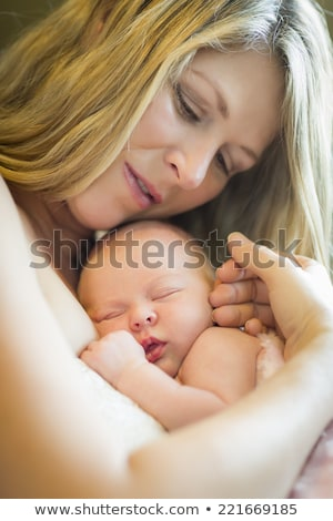 alszik · újszülött · baba · zöld · pléd · gyermek - stock fotó © feverpitch