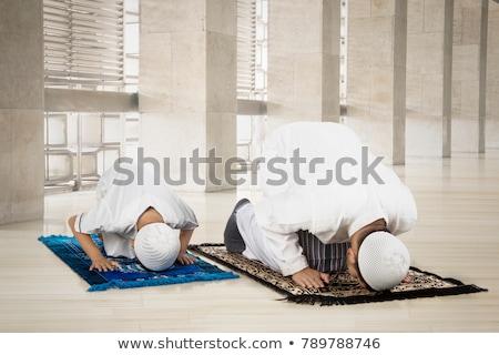 Indonéz muszlim gyerekek csoport fiúk akasztás Stock fotó © tujuh17belas