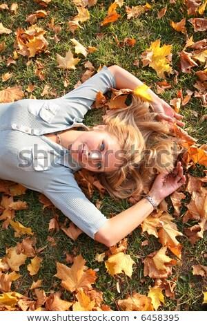Blond Geel bladeren gezicht gelukkig natuur Stockfoto © Paha_L