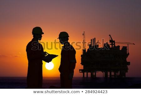 oliearbeider · booreiland · veld · olie · werknemer · macht - stockfoto © is2