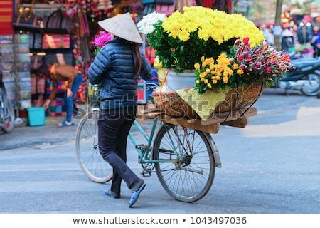 Piactér Vietnam kilátás gyümölcsök zöldségek utca Stock fotó © boggy