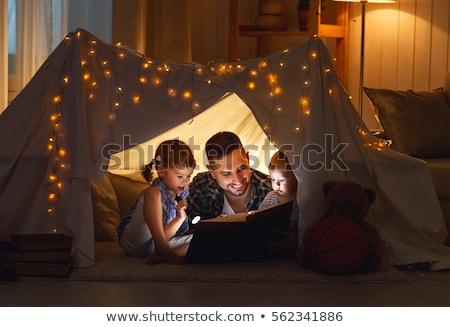 Apa olvas könyv baba lánygyermek otthon Stock fotó © dolgachov