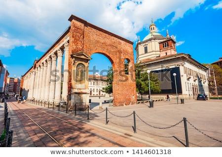 Stockfoto: Basiliek · milaan · standbeeld · keizer · dating