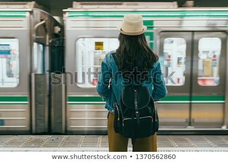młoda · kobieta · czeka · metra · pociągu · metra · stacja - zdjęcia stock © kasto