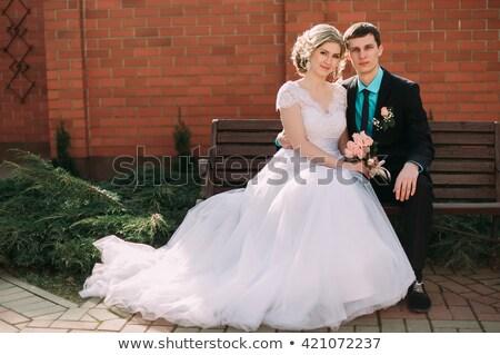 Nouveaux mariés couple séance parc portrait Photo stock © wavebreak_media