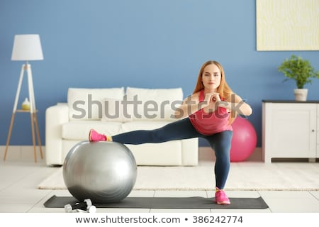 pilates · mujer · estabilidad · pelota · gimnasio · fitness - foto stock © elnur
