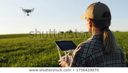 vrouwelijke · landbouwer · tablet · tarwe · gewas · veld - stockfoto © stevanovicigor