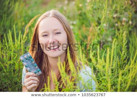 Jonge vrouw hand allergie zomer groene jonge Stockfoto © galitskaya