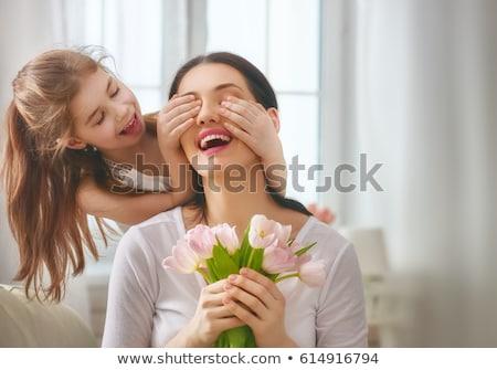 Enfant fille mamans cadeau fleur Photo stock © Lopolo