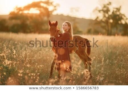12 anos menina descalço campo pequeno cavalo Foto stock © ElenaBatkova