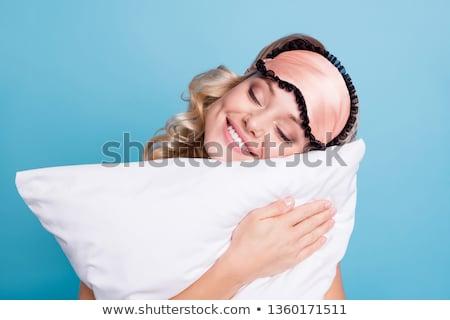 donna · sorridente · dormire · testa · cuscino · letto · faccia - foto d'archivio © ia_64