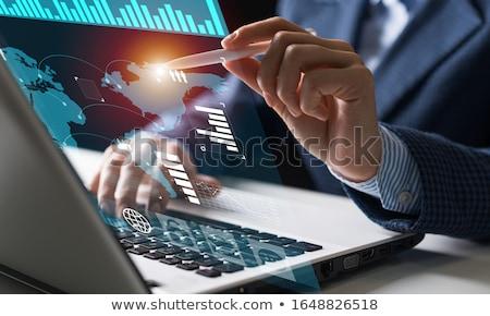 クローズアップ · コンピュータの画面 · 金融 · データ · 経済の · バー - ストックフォト © redpixel