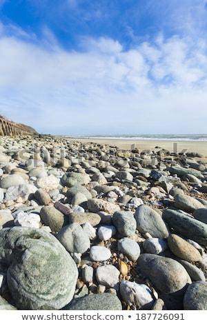 Portré formátum egyenetlen tengerparti kilátás sziklák Stock fotó © jenbray