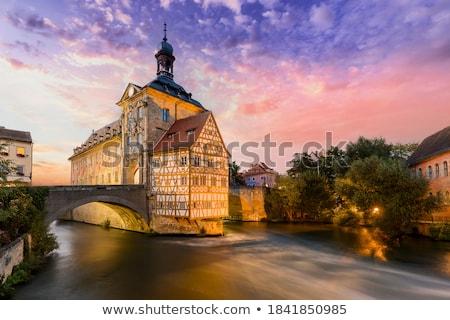 Stockfoto: Verlicht · historisch · stadhuis · gebouw · brug · nacht