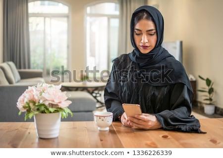 aanvrager · mobiele · telefoon · zakenlieden · vergadering · stoel - stockfoto © deandrobot
