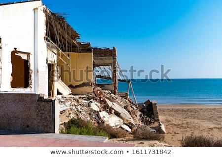 Uszkodzony plaży domów wiatr fale z dala Zdjęcia stock © amok