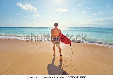 男 サーフボード 徒歩 海岸 ビーチ 水 ストックフォト © wavebreak_media