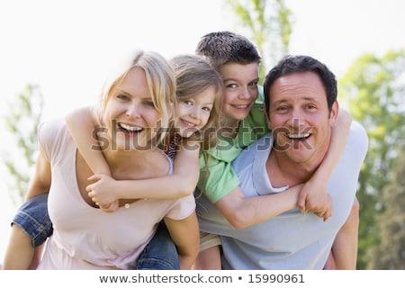 Paar · zwei · jungen · Kinder · huckepack · lächelnd - stock foto © is2