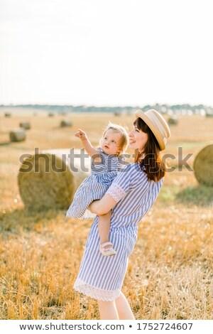 Mulher bebê feno fardo mãe Foto stock © IS2