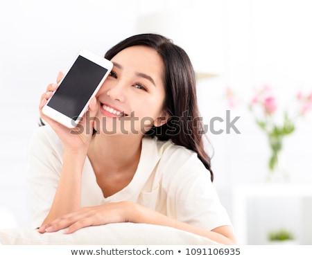 Сток-фото: счастливым · азиатских · женщину · призыв · смартфон · домой