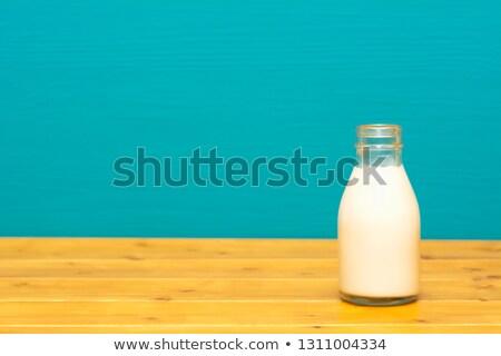 świeże kremowy mleka pół kwarty szkła butelki Zdjęcia stock © sarahdoow