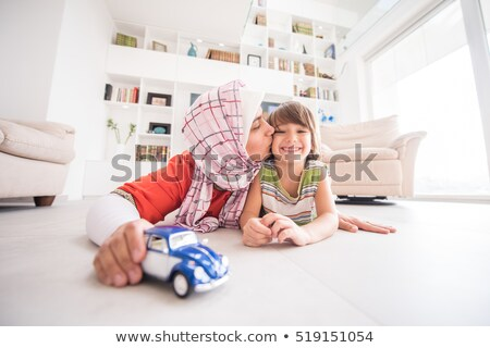Muzułmanin rodziny gry salon dziewczyna dzieci Zdjęcia stock © artisticco
