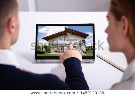 naar · huis · laptop · achteraanzicht · twee - stockfoto © andreypopov