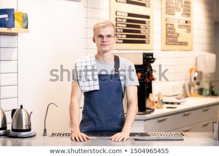 Gelukkig jonge geslaagd barista werkkleding permanente Stockfoto © pressmaster