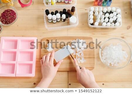 Młoda kobieta cięcie przezroczysty mydło masa pokładzie Zdjęcia stock © pressmaster