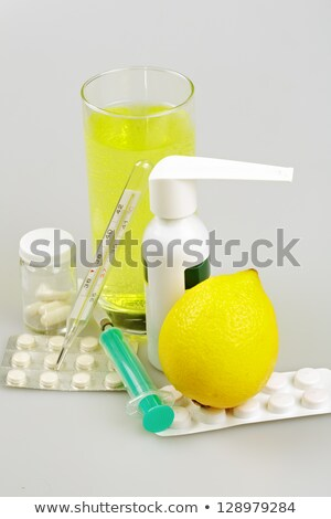 Suprimentos médicos cápsulas spray garganta beber isolado Foto stock © Roka