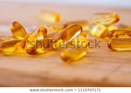 Hígado petróleo cápsulas pequeño jar vidrio Foto stock © raphotos