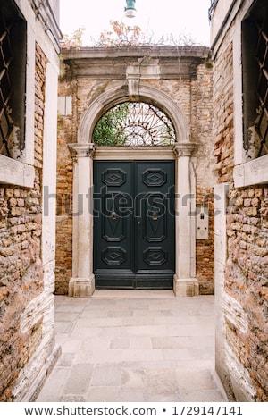 öreg fából készült ajtó keskeny utca Velence Stock fotó © Virgin